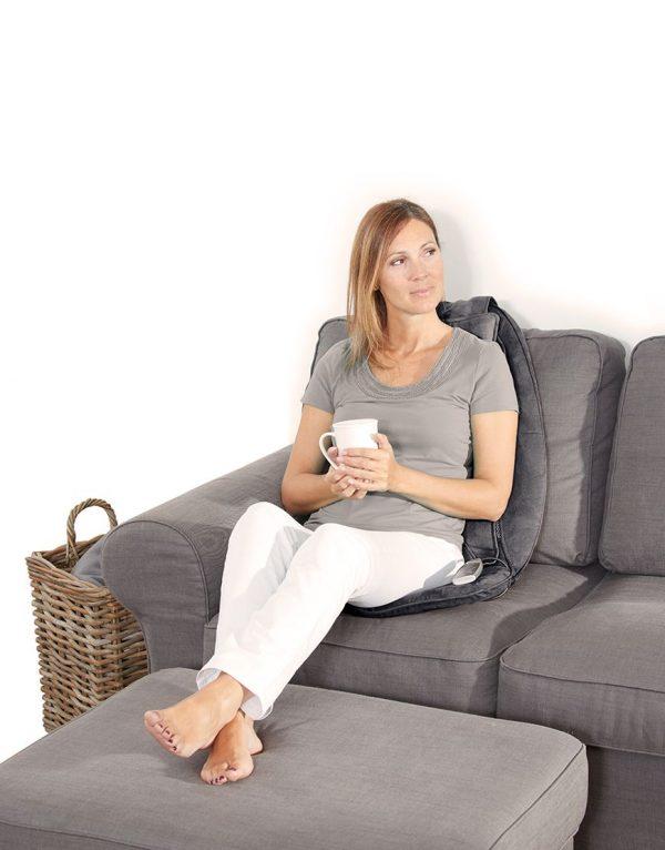 Massagedyna - kvinna i soffa