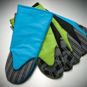 Grytvantar i blåa, svarta och gröna färger